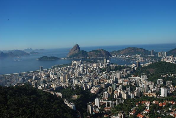 Rio de Janeiro leży malowniczo nad brzegiem zatoki Guanabara
