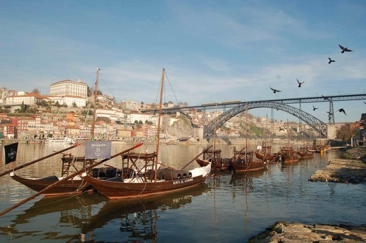 Ribeira_w_Porto_-Ponte_Luís_I_-_fot_CM_Porto-_sm.jpg