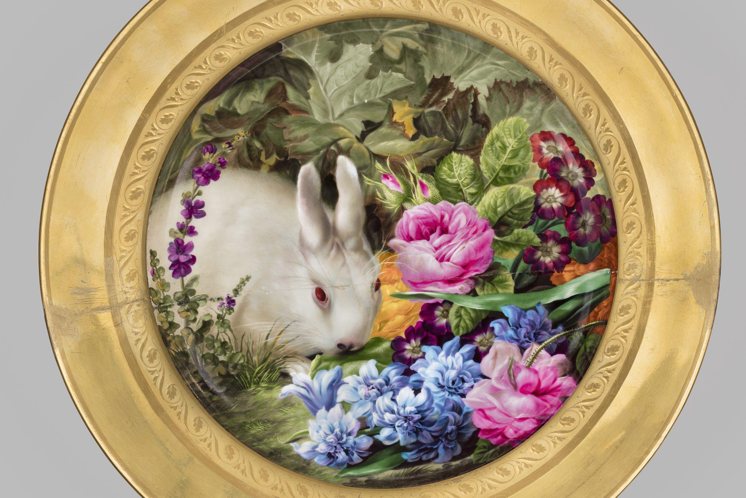 Biedermeier Talerz z krolikiem wsrod kwiatow Wieden Cesarska Manufaktura Porcelany miniatura Josef Nigg 1782-1863 1815 Muzeum Narodowe w Warszawie
