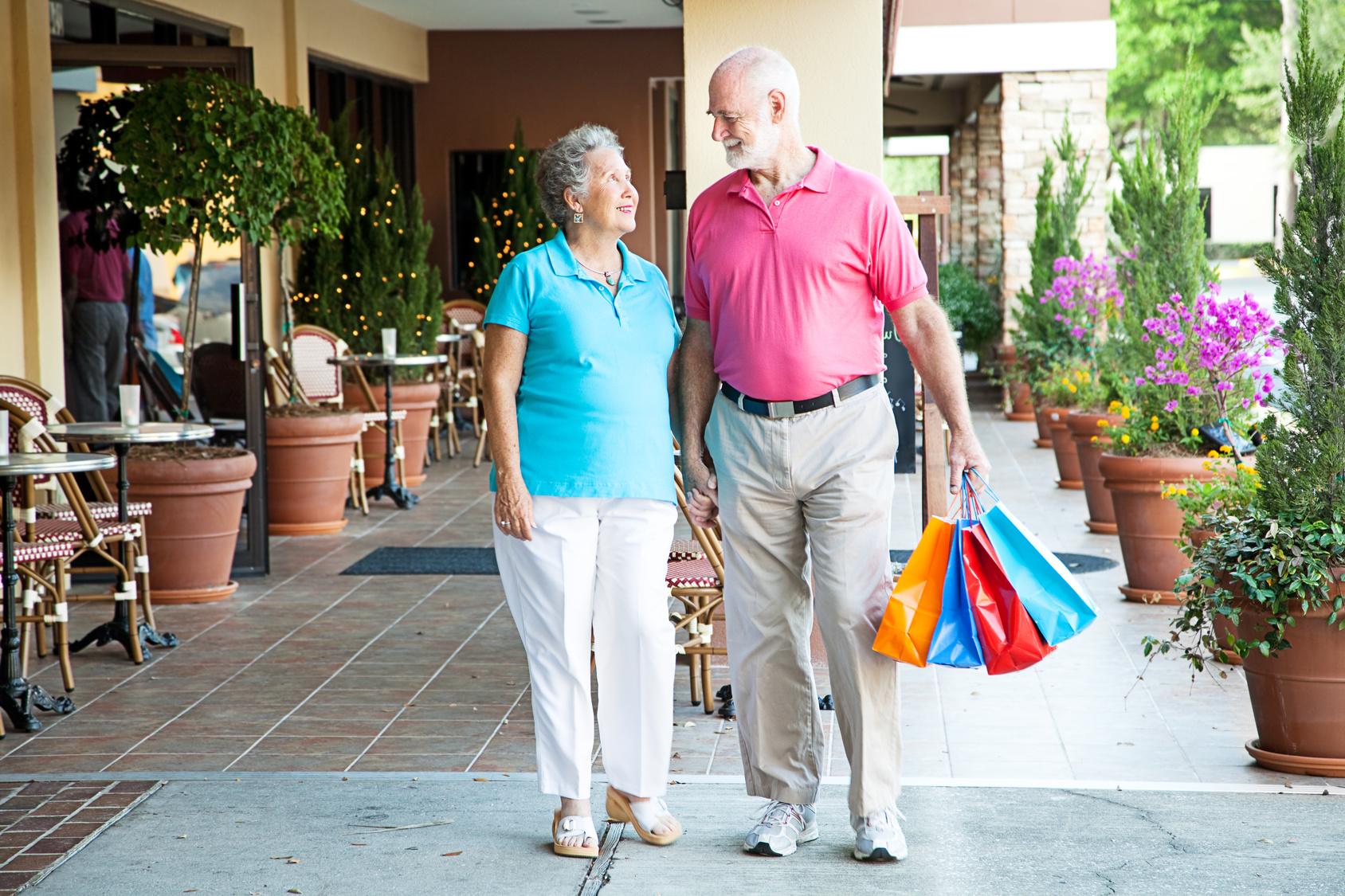 Seniorzy na zakupach Zdjęcie do informacji prasowej